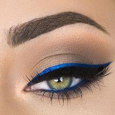 μπλε χρωματιστά μολύβια ματιών