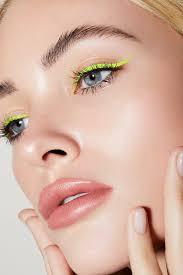 χρωματιστά μολύβια ματιών για γαλανά μάτια